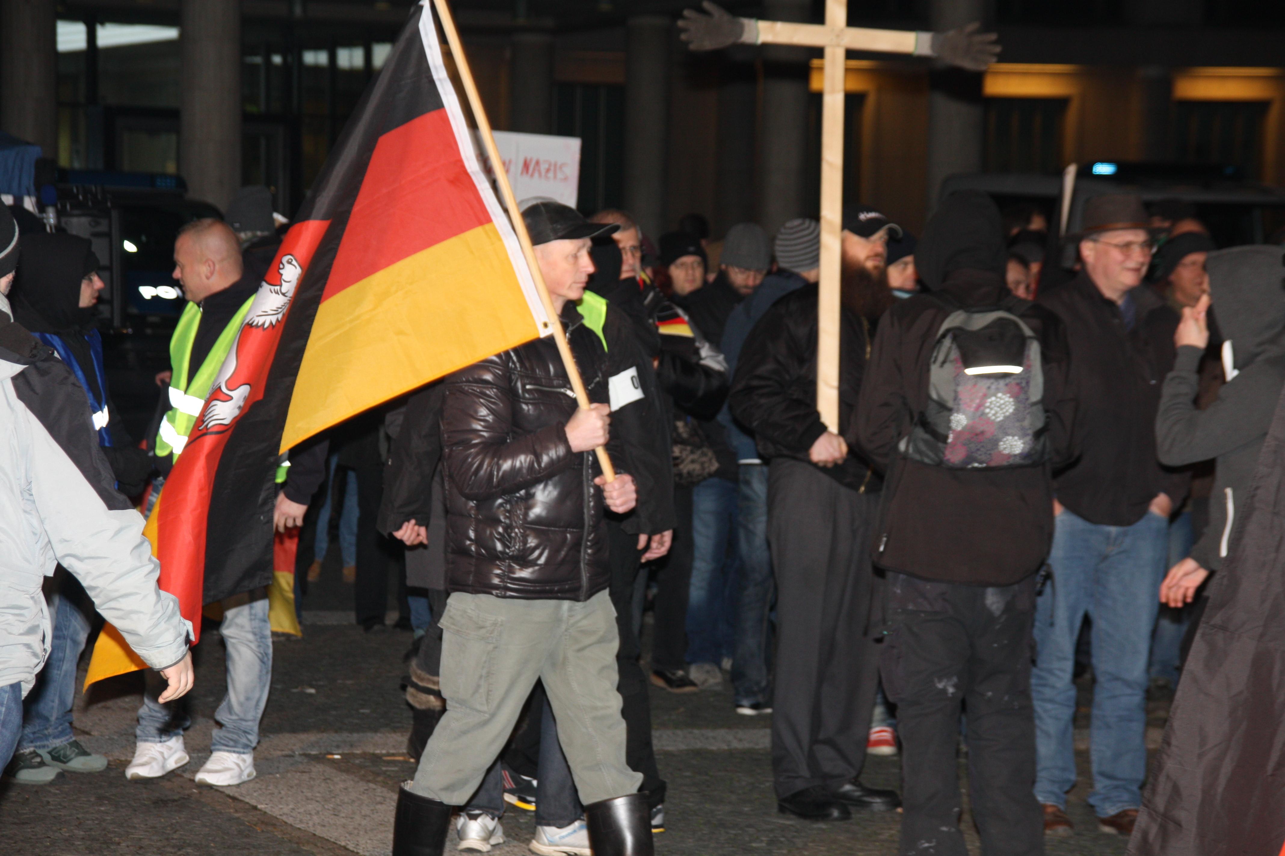Henning B. auf der Pegida Hannover Demonstration am 14.12.2015