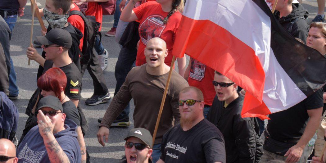 Knapp einen Monat vor U-Haft: Pierre Bauer auf der Neonazi-Demonstration am 04.06.2016 in Dortmund Foto: Linkes Fotoalbum